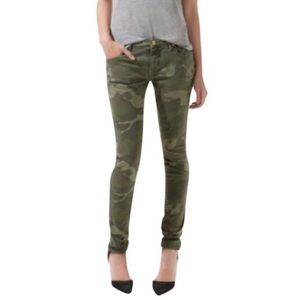 Zara High-Rise Camouflage Skinny Jeans. Size 4